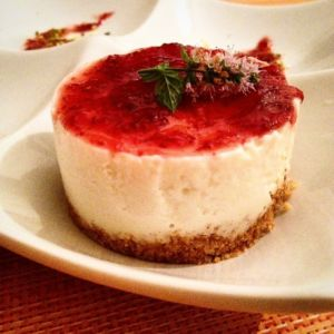 Cheecake allo yogurt e salsa ai mirtilli