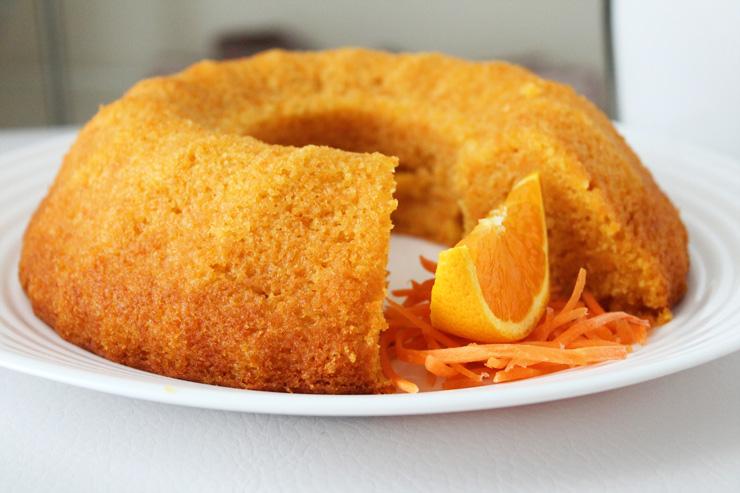 Torta di carote, noci e arancia